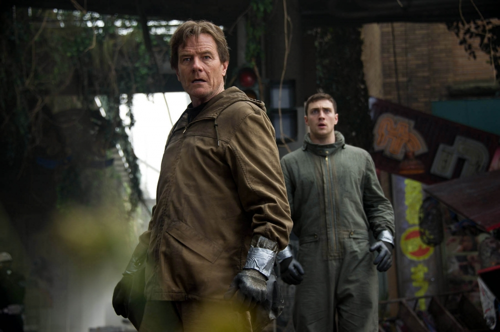 bryan-cranston-and-aaron-johnson-in-godzilla-2014-movie